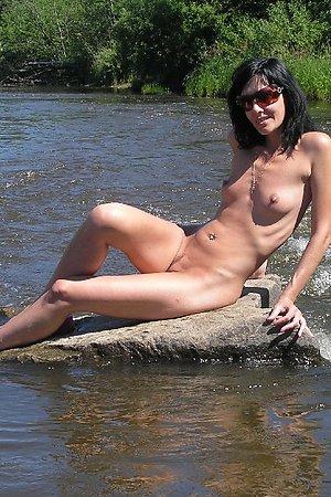 Unique amateur nudism content
