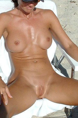 Spy on spread legs and naked pussy at beach