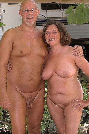 Grannies who love to expose naked body for youngers
