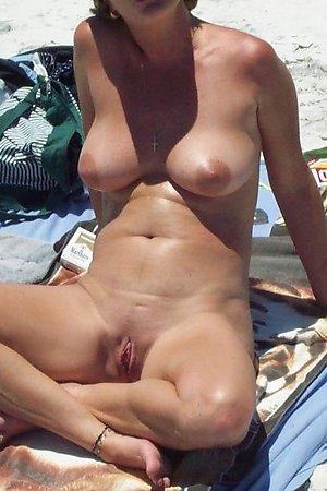Bikini bitch flashing on the Bakers