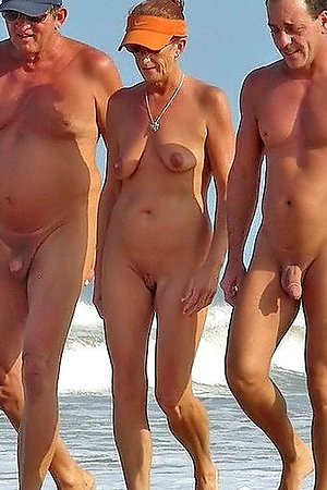 Family nudists under the sun