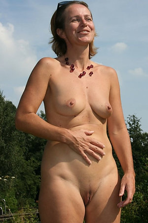Nudist mature women happy to pose like an eroitc models