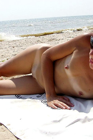 Naked girls spreads legs on the beach