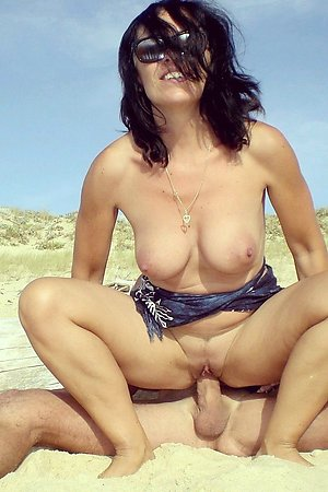 With a hungry eagerness fucker satisfy their sexual needs at beach nature